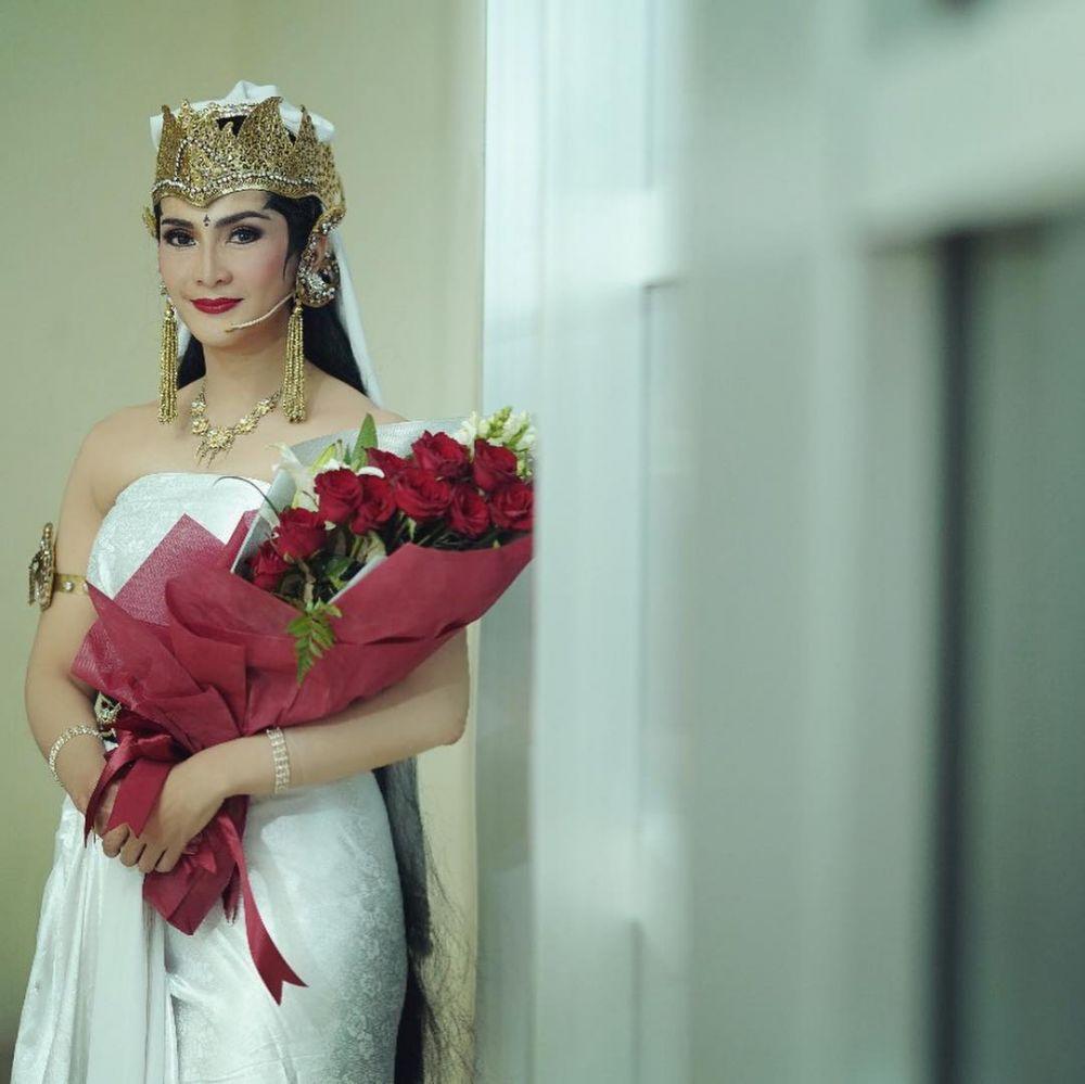 Suka Main Teater, Ini 10 Potret Maudy Koesnaedi dengan Kostum Uniknya