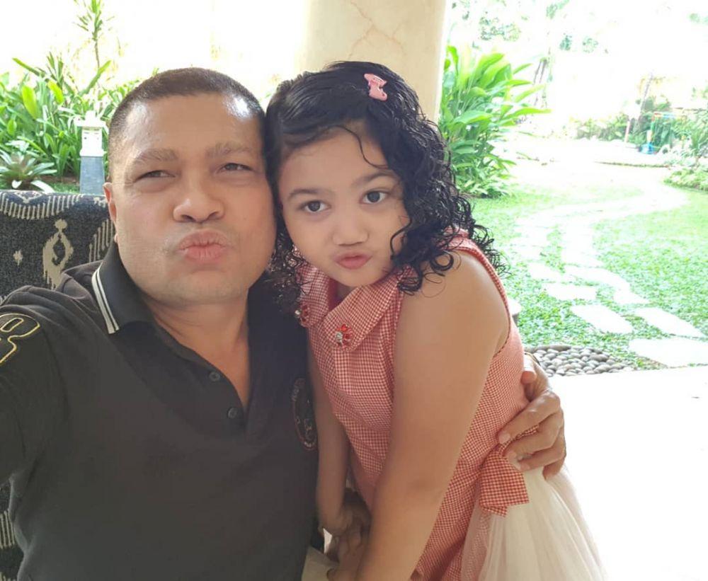 10 Potret Kedekatan Raul Lemos Bareng Kedua Anaknya, Ayah Idaman!