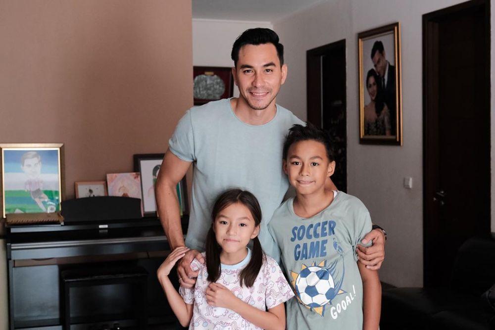 Jadi Bapak Banyak Anak, Pesona 5 Aktor Ini Justru Makin Menawan!