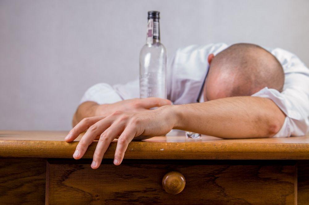 5 Alasan Mengapa Kamu Harus Berhenti Minum Alkohol, Buruk Bagimu!