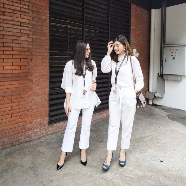 10 Ide Mix and Match Outfit Serba Putih nan Elegan ala Jessica Mila
