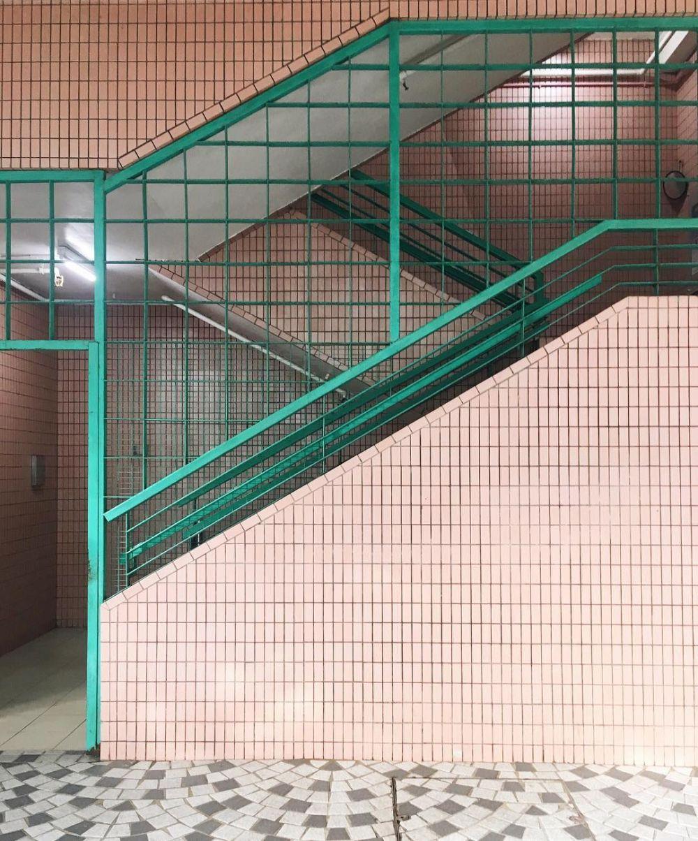 10 Desain Dinding Keren dengan Geometric Tiles yang Lagi Hype