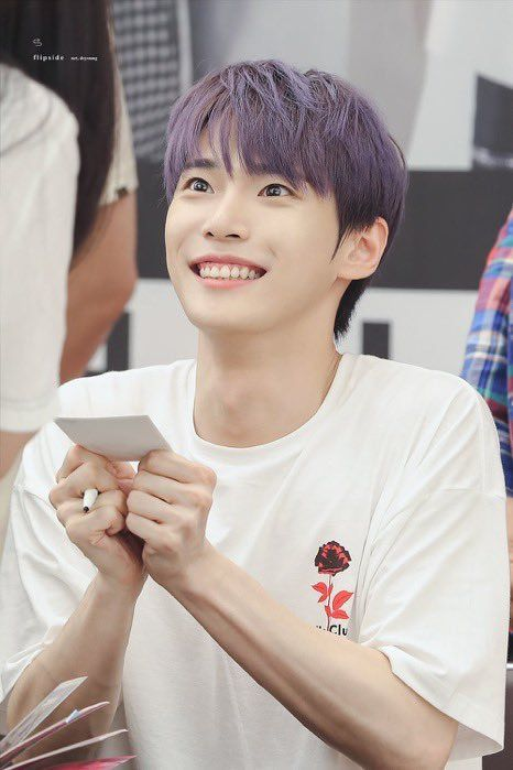 11 Potret Doyoung NCT dengan Purple Hair, Visual Bak Karakter Anime!