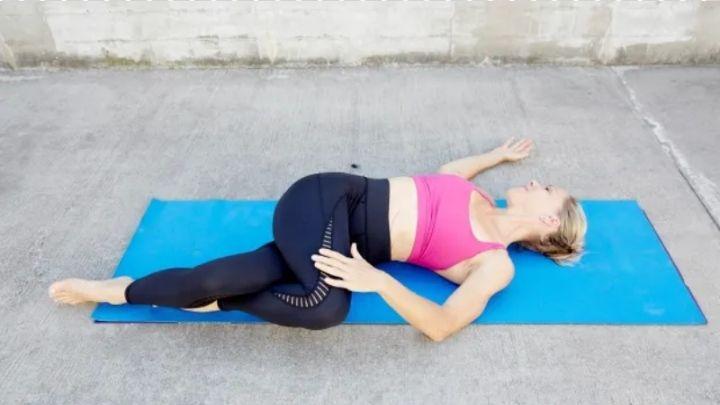 Susah Tidur? 11 Pose Yoga Bantu Kamu Nyenyak di Malam Hari