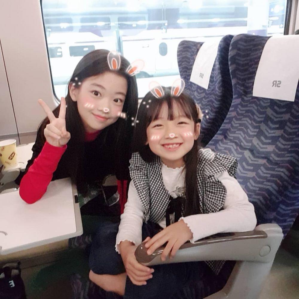 Sama-sama Lucu, 10 Potret Kedekatan Na Haeun dan Adiknya