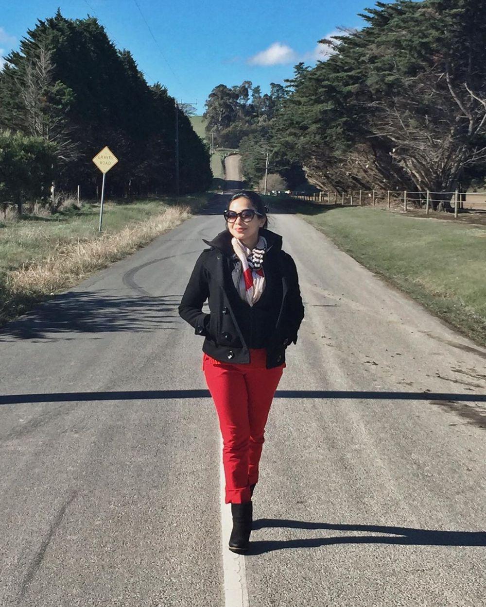 Intip 10 Inspirasi Outfit Street Style ala Feni Rose