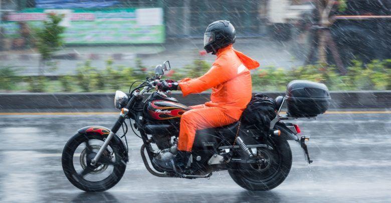 5 Tips Aman Berkendara Sepeda Motor Ketika Musim Penghujan