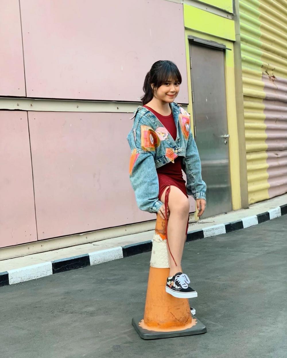 10 Outfit Brisia Jodie Ini Bisa Jadi Ide untuk Pemilik Body Mungil!