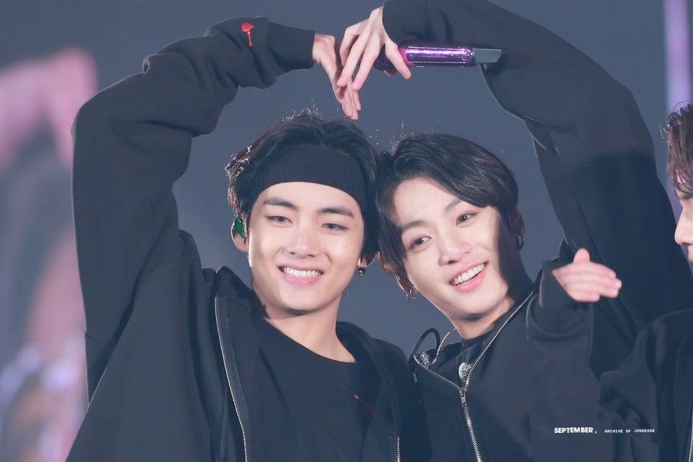 10 Potret Persahabatan V dan Jungkook BTS, Manis Banget!