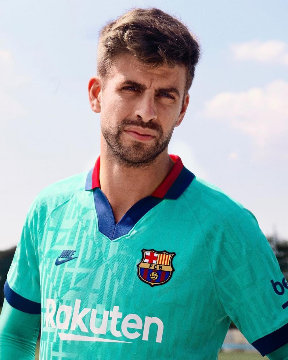 10 Potret Menawan Gerard Pique, Bek Barcelona yang Jadi Ayah Idaman