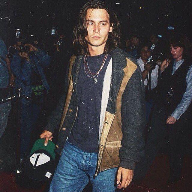 10 Potret Muda Johnny Depp, Tatapannya Bikin Cewek Panas Dingin