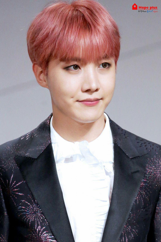 Genap 26 Tahun, Ini 9 Transformasi Warna Rambut J-Hope BTS Sejak Debut
