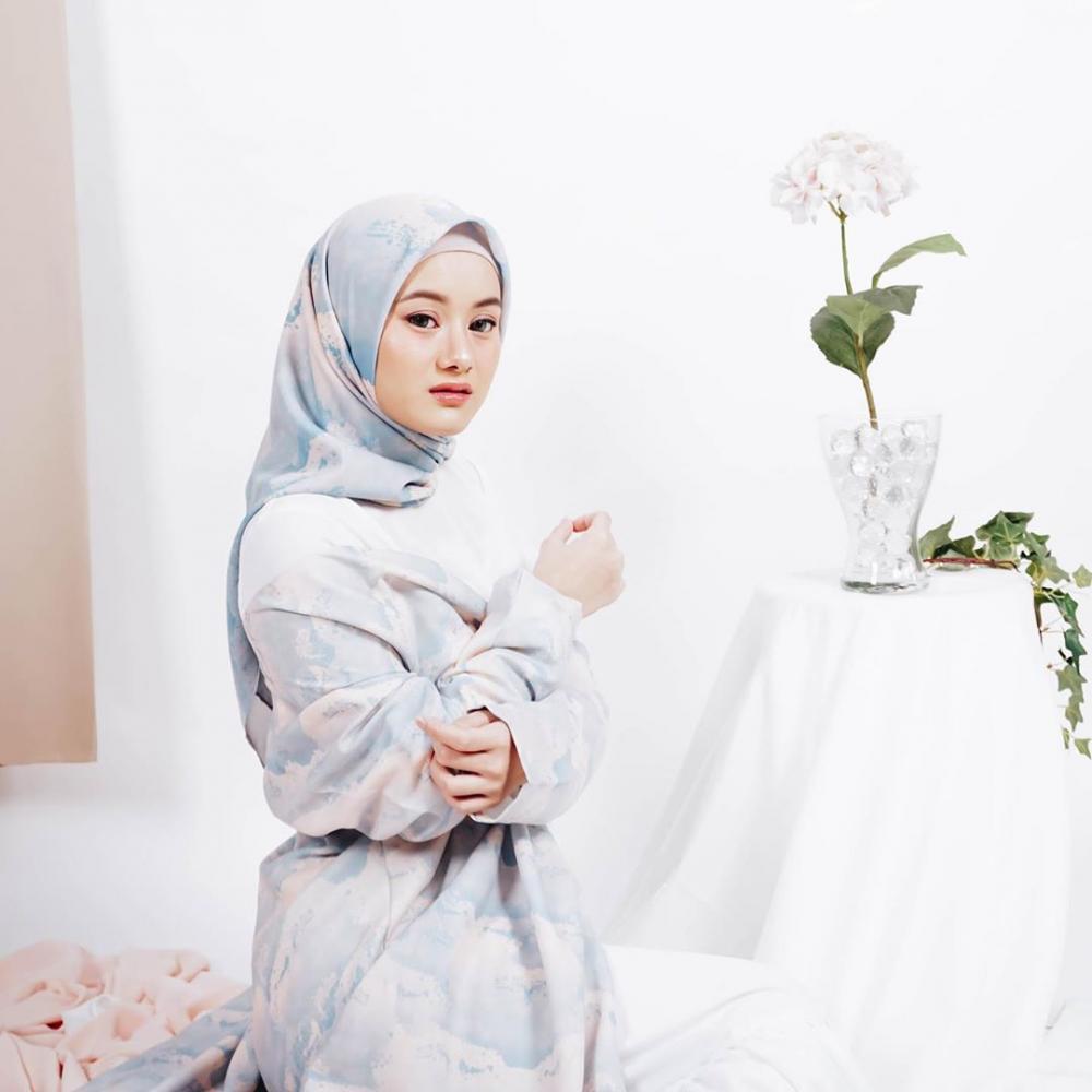 Makin Dewasa, 10 Potret Anggun Dinda Hauw yang Kini Konsisten Berhijab