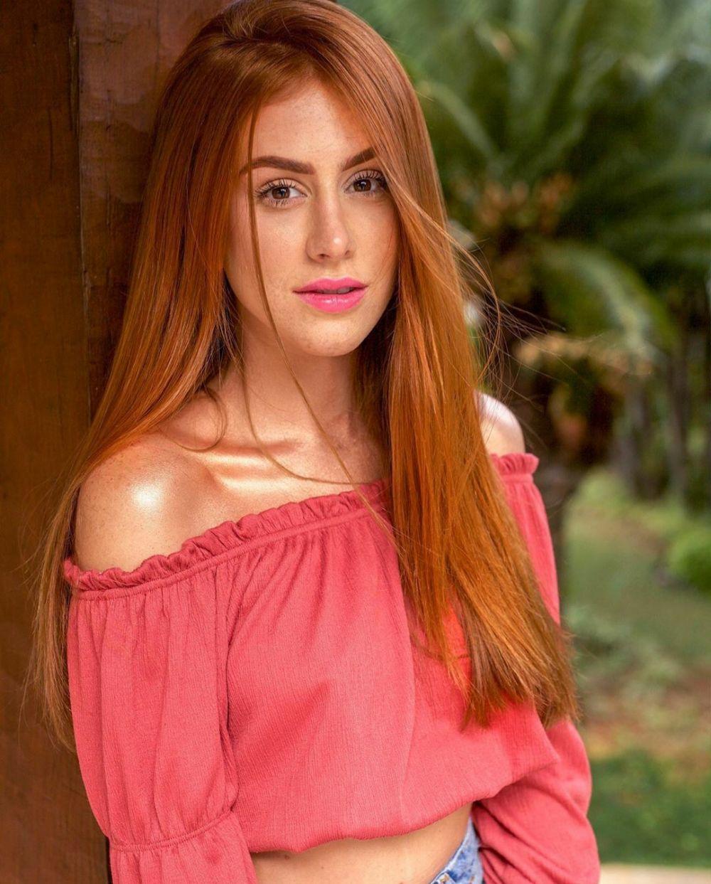 Dinilai Mirip Regina Idol, 10 Potret Beauty Vlogger Dunia Mari Maria