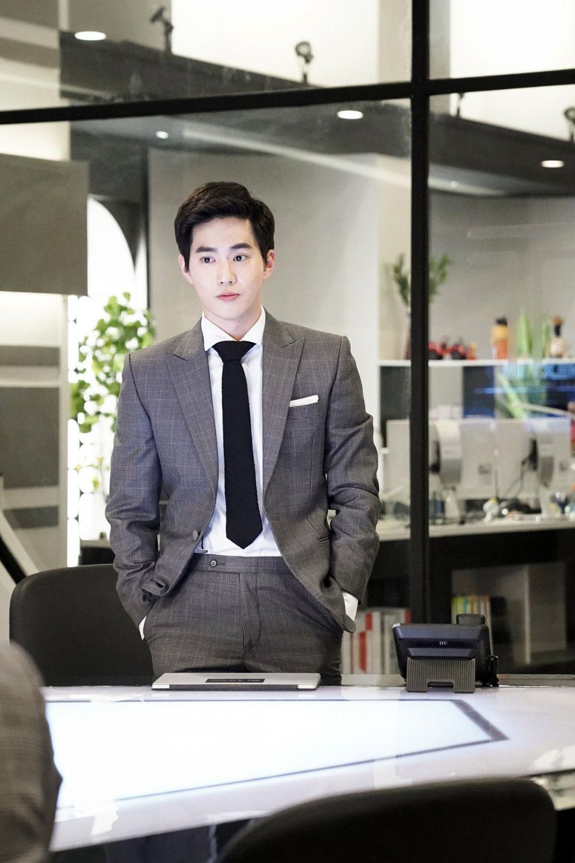 10 Potret Perjalanan Karier Suho EXO yang Siap Debut Solo Bulan Ini
