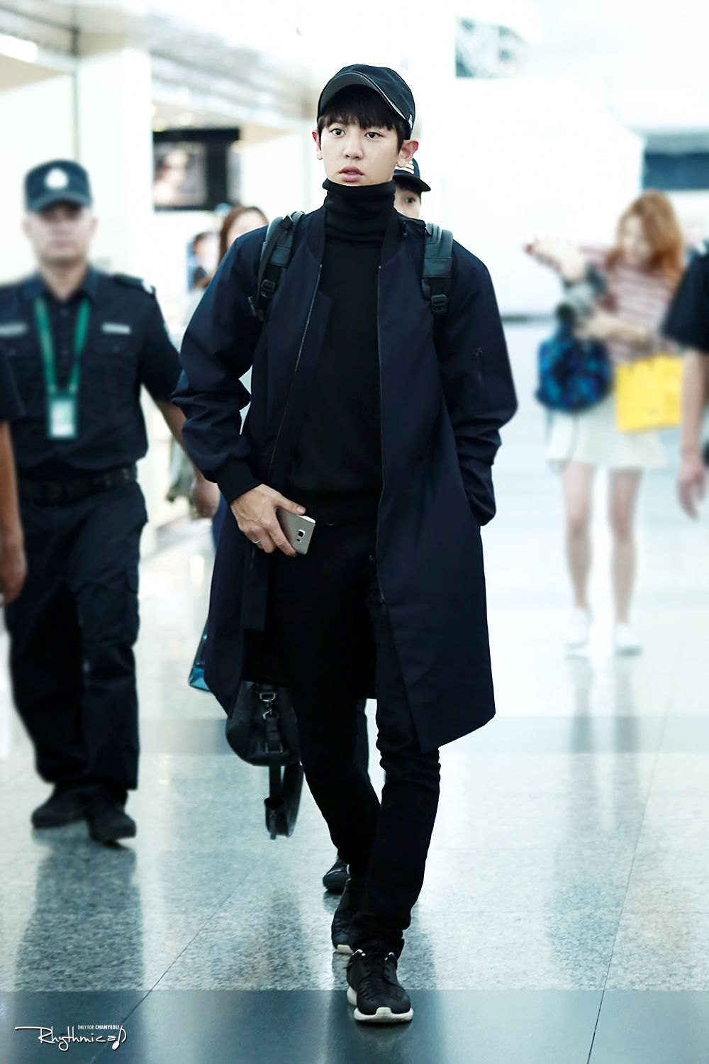 10 Ide Mix and Match Outfit Hitam ala Chanyeol EXO, Swag Abis!