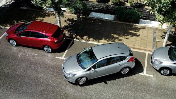 5 Tips Aman Parkir Mobil untuk Pemula, Jangan Mudah Panik!