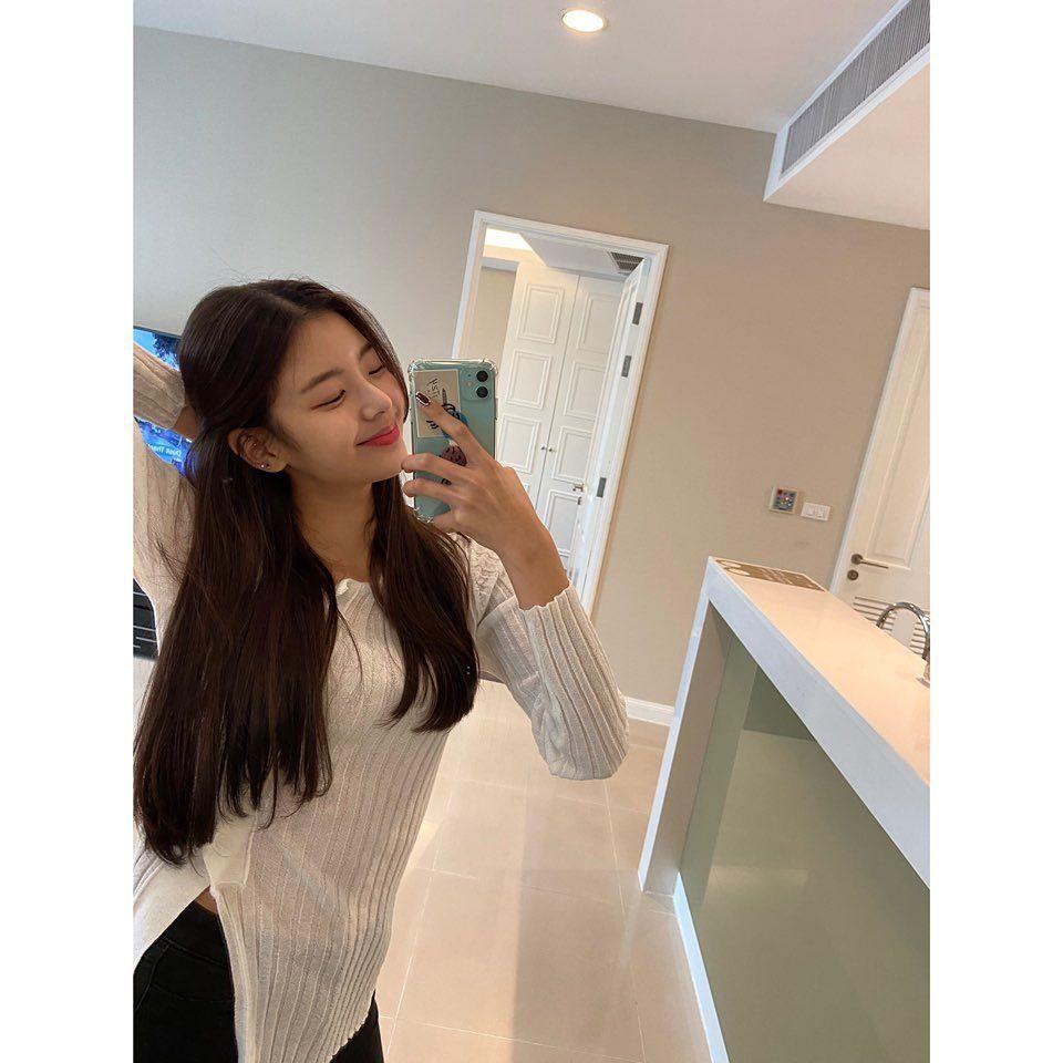 11 Potret Kece Idol KPop Saat Mirror Selfie, CoolHingga Gemas!