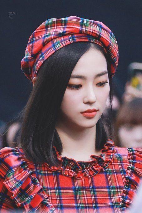 10 Potret Menawan Yeeun CLC Berambut Pendek, Tetap Karismatik