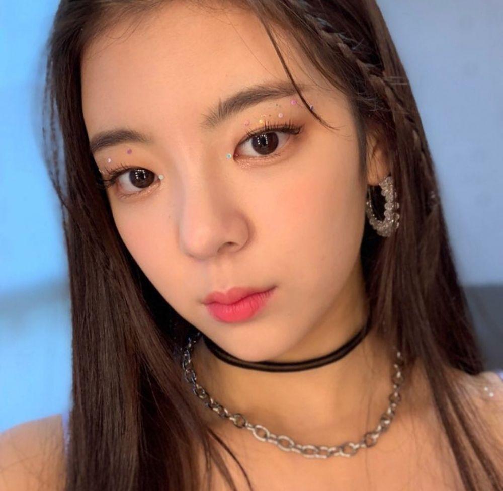 9 Potret Selfie Lia ITZY, Wajah Jutek Malah Makin Keren!