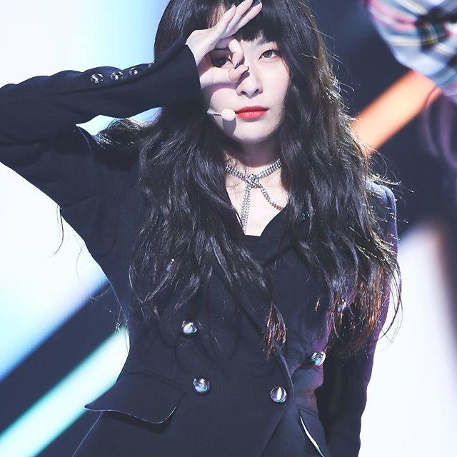 10 Potret Karismatik Seulgi Red Velvet di Atas Panggung, Kece Banget!