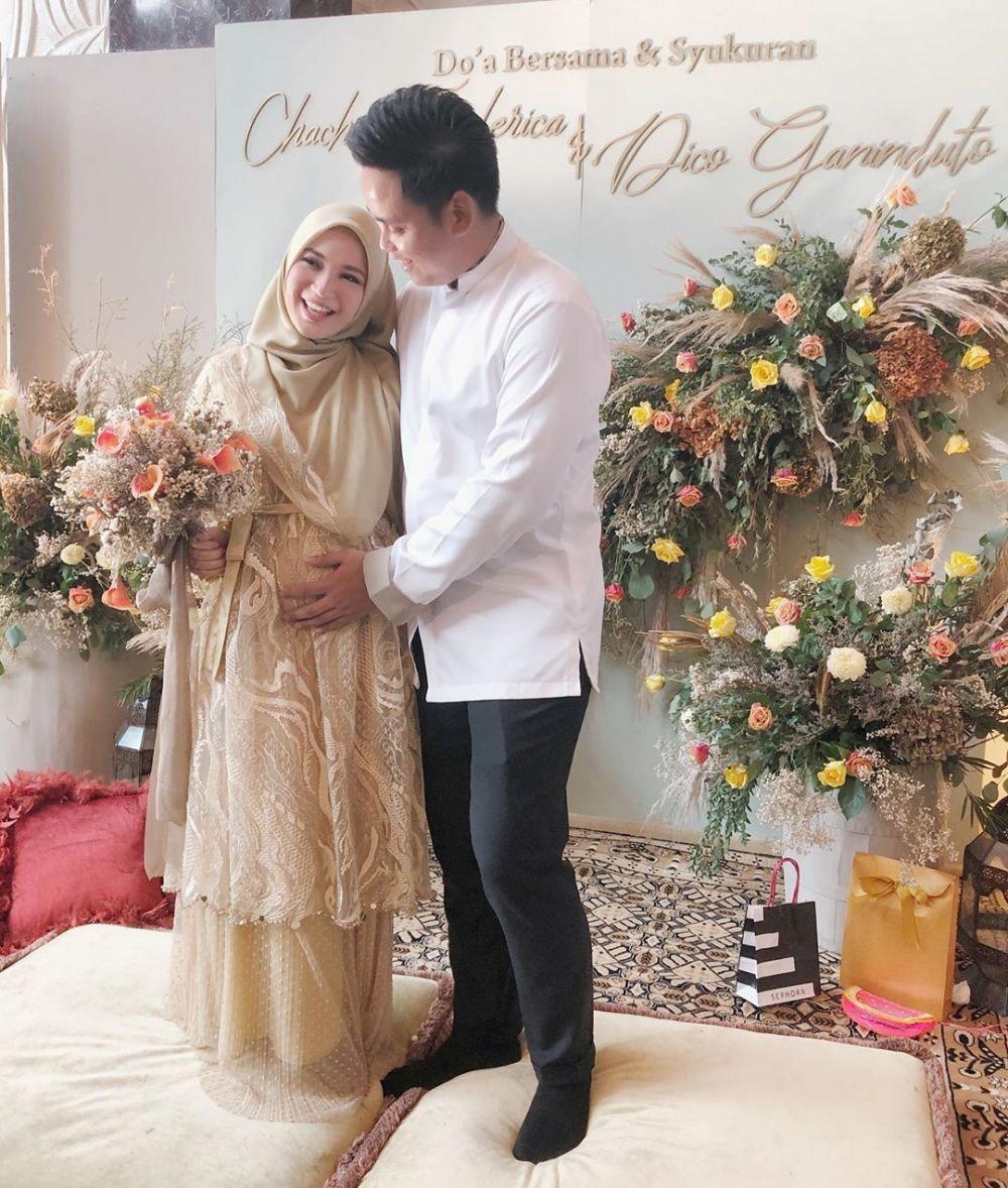10 Inspirasi Gaya Busana Hijab untuk Ibu Hamil ala Chacha Frederica
