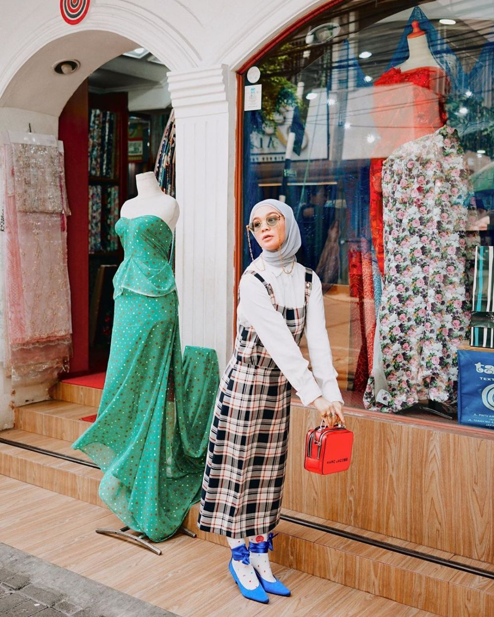 10 Ide Mix and Match Plaid Outfit ala Tantri Namirah, Stylish Abis!
