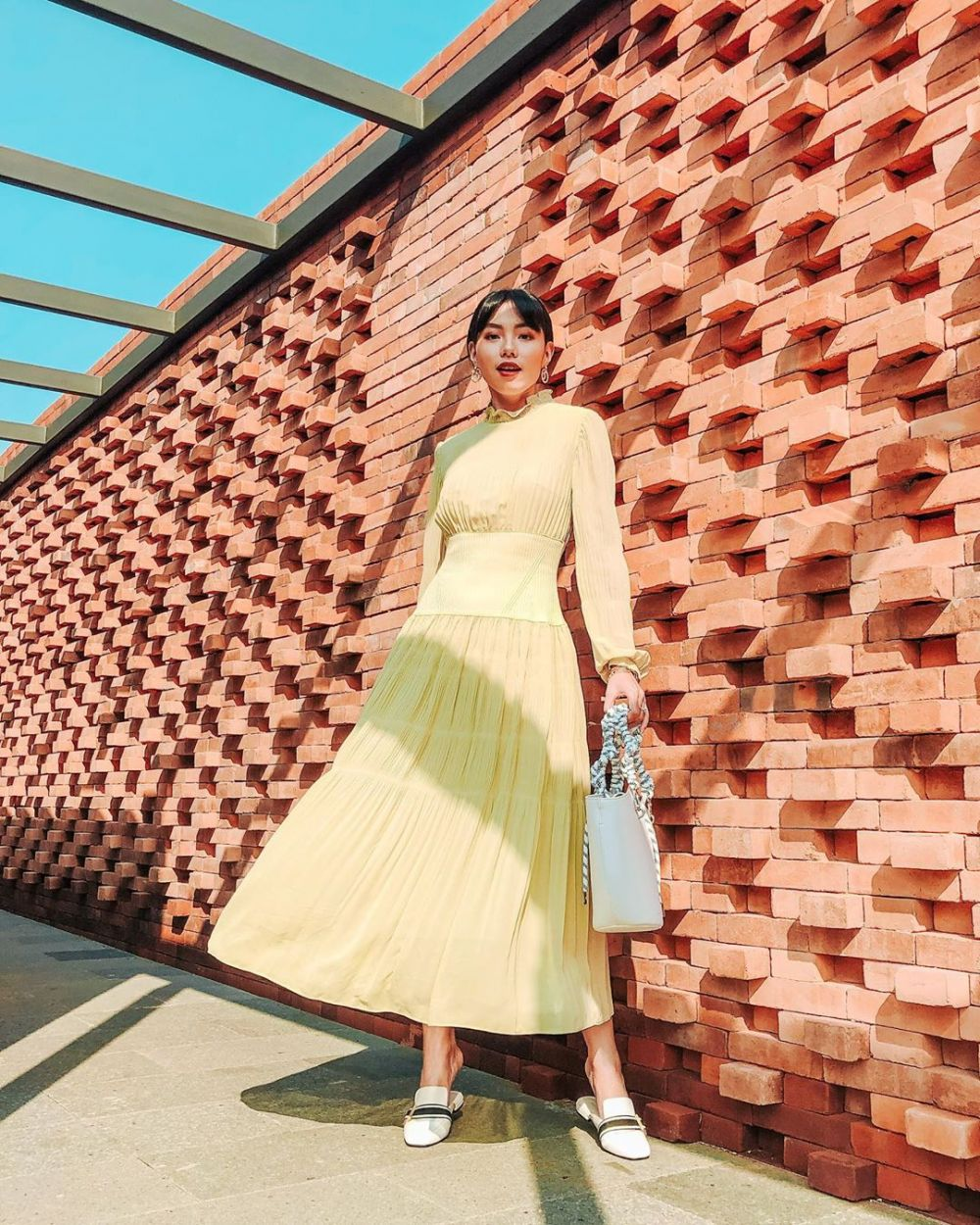 Stunning! 10 Ide Mix and Match Fashion Item Kuning ala Olivia Lazuardy