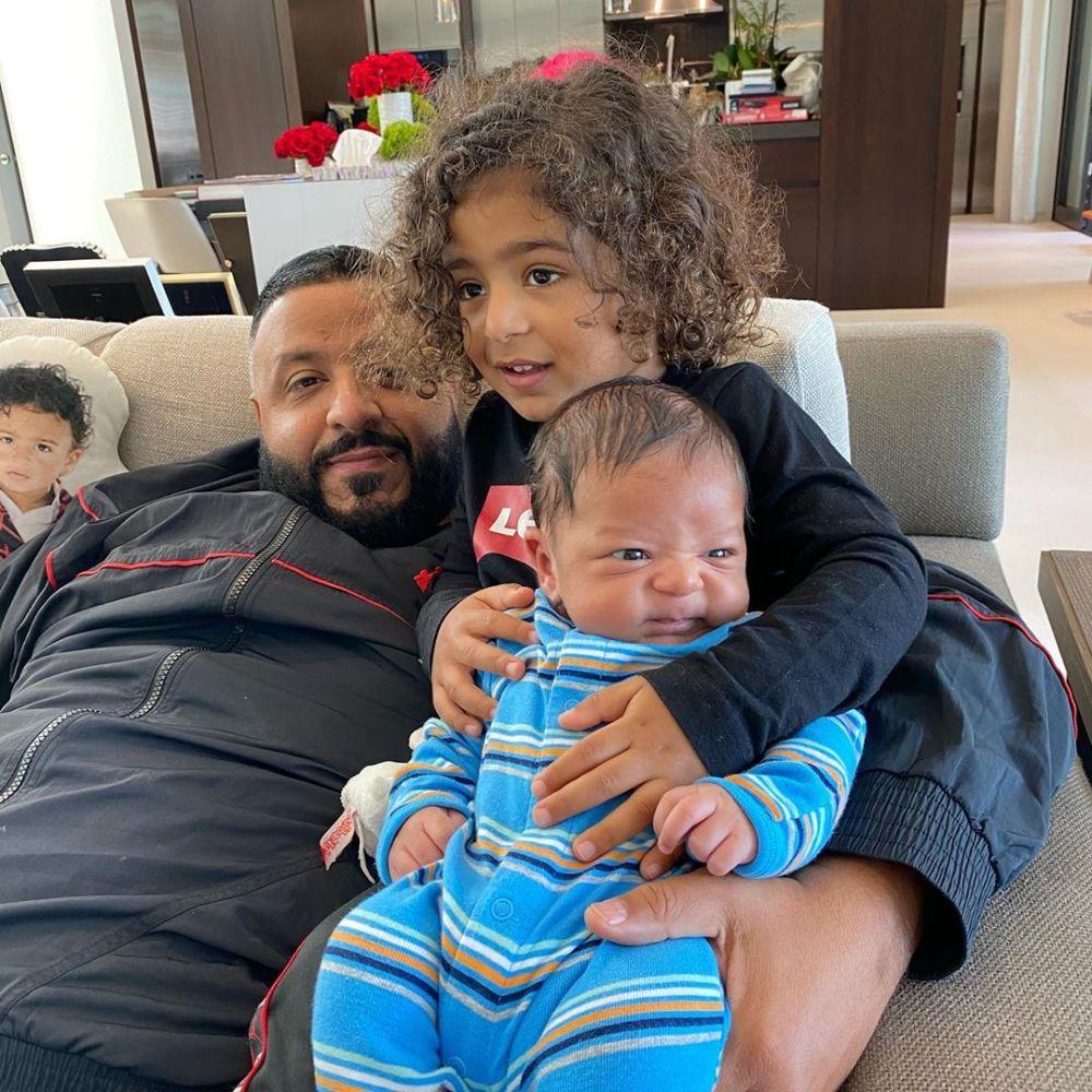 10 Potret Kekompakan DJ Khaled Saat Bersama Anaknya, Hangat & Ceria!