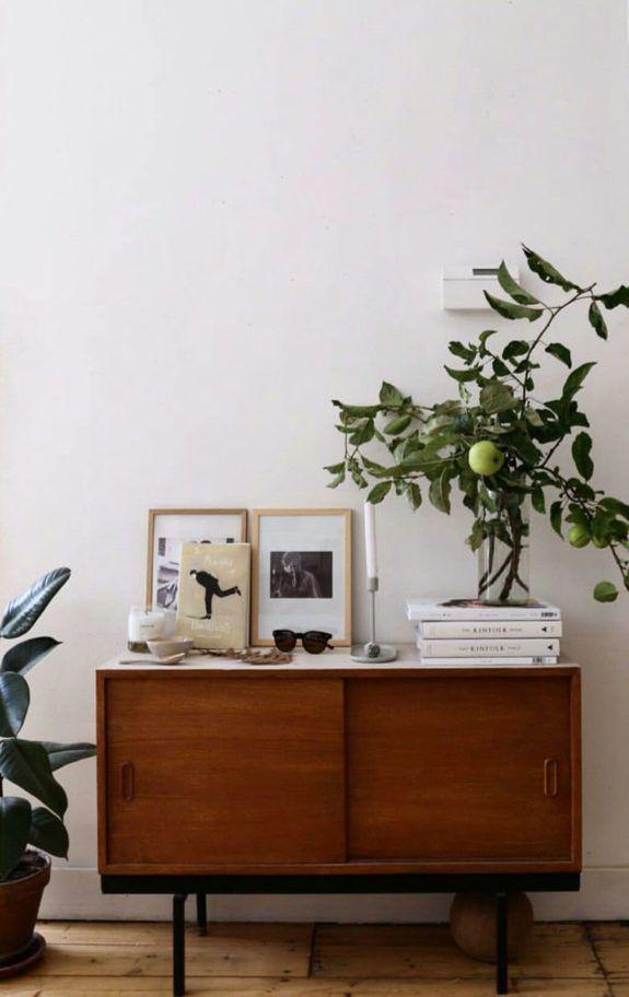12 Ide Memanfaatkan Lemari Jadul untuk Dekorasi Ruangan
