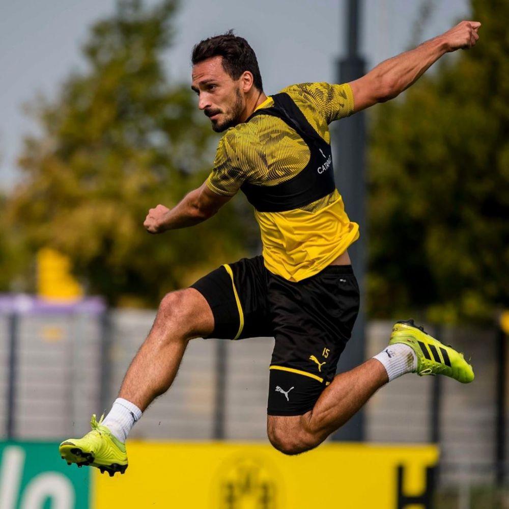 10 Potret Mats Hummels, Bek Borussia Dortmund yang Menawan Abis