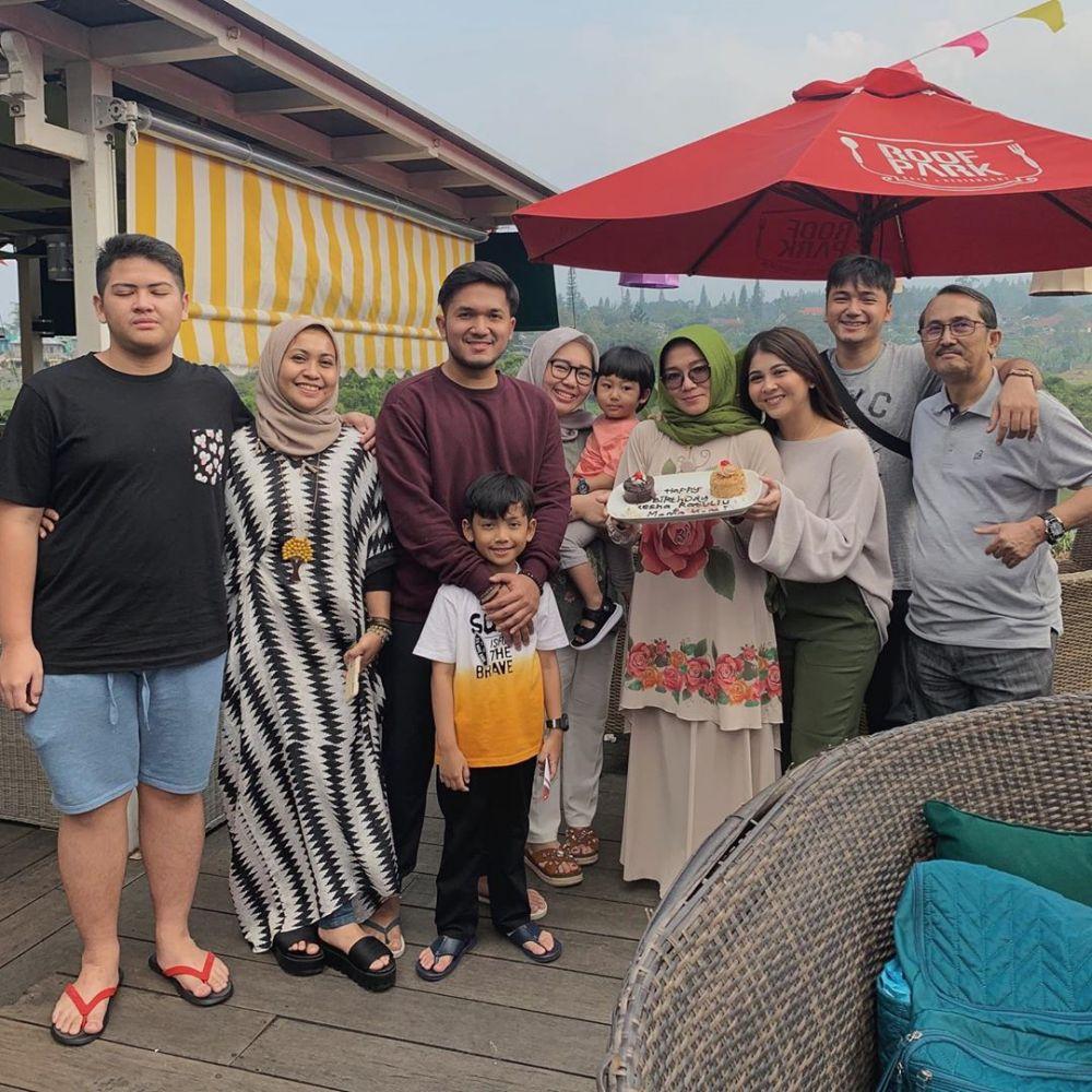 Calon Menantu Idaman, 10 Momen Kesha Ratuliu dan Keluarga Adhi Permana