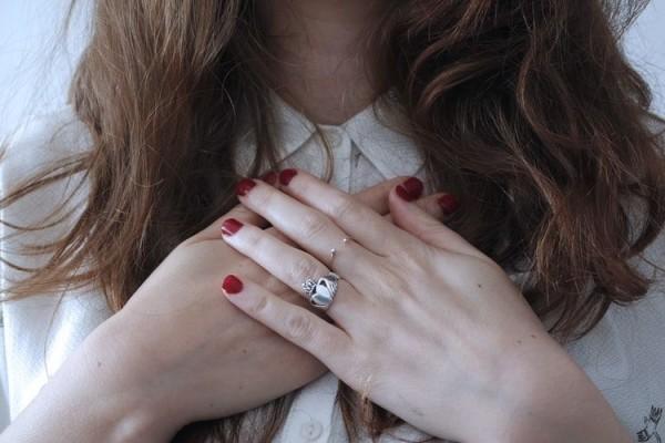 Jangan Dibiarkan, Ini 5 Penyebab Jantung Berdebar Kencang