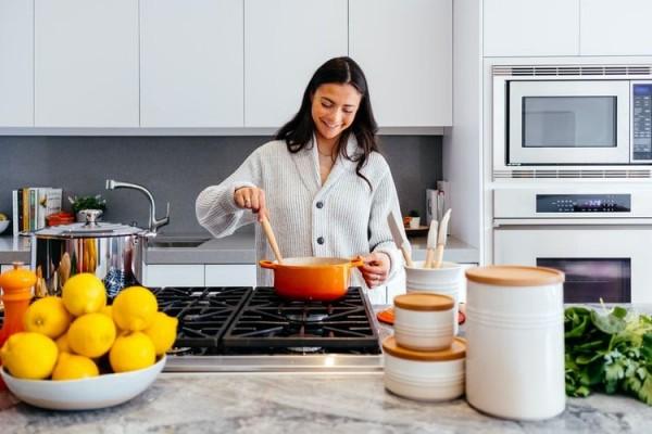 Ampuh, 5 Kiat Mengatur Waktu Memasak di Dapur Bila Memiliki Anak Kecil