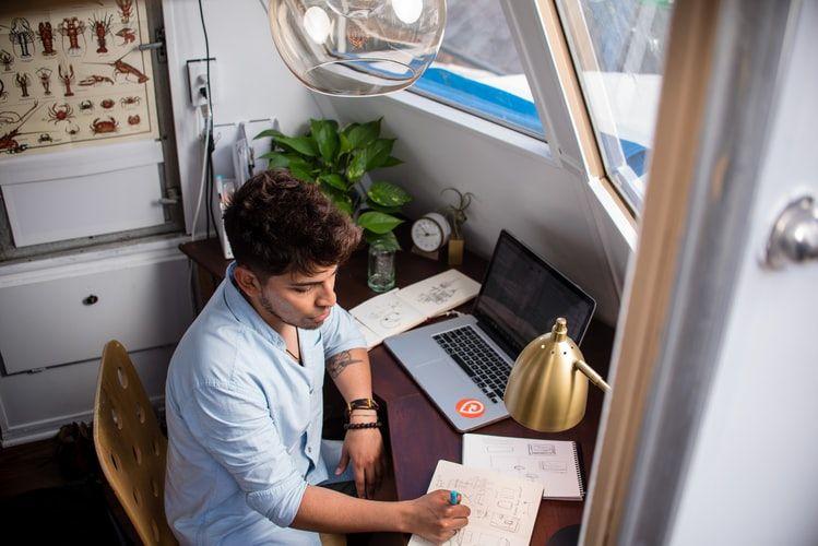 wfh2 54c1109c8b2099e32f2ec8047486bdd1 - Biar kerjaan cepat selesai, Ini 5 Cara Hindari distraksi Saat Work From Home