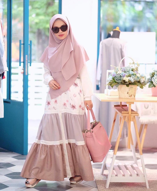 10 Inspirasi Gaya Hijab Syar'i Bernuansa Pastel Ala Ghaida Tsurayya