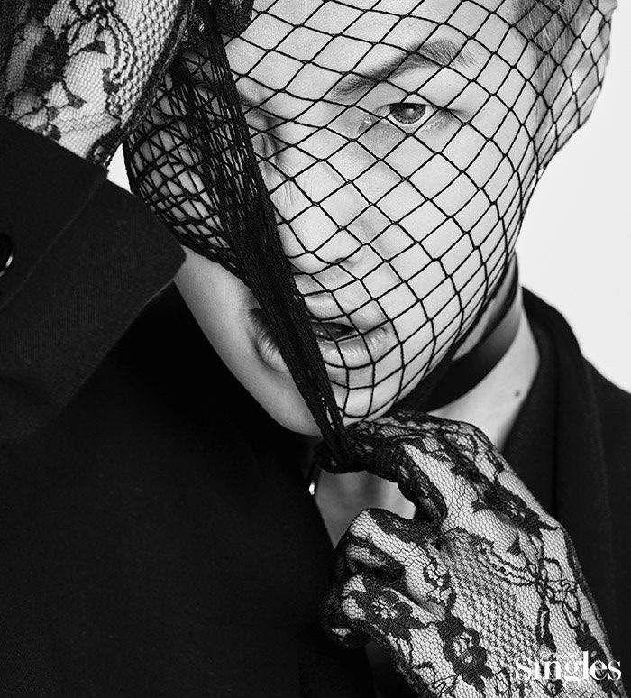 9 Fashion Nyeleneh yang Pernah Dipakai BTS, Ada Rok Hingga Korset!