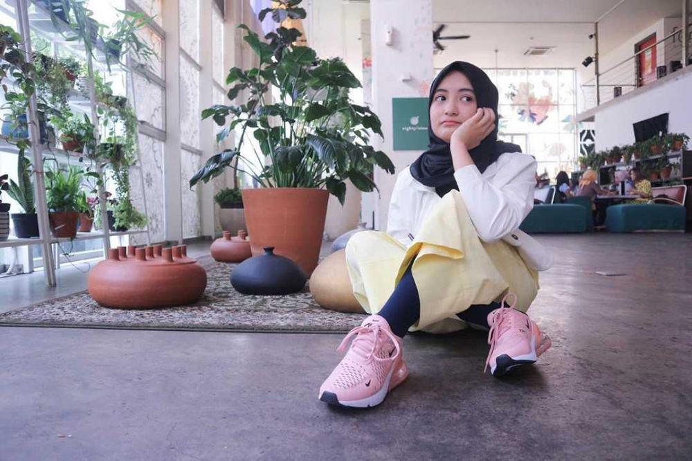 10 Ide OOTD Hijab Pakai Sweater ala Arafah Rianti, Pas untuk Hangout