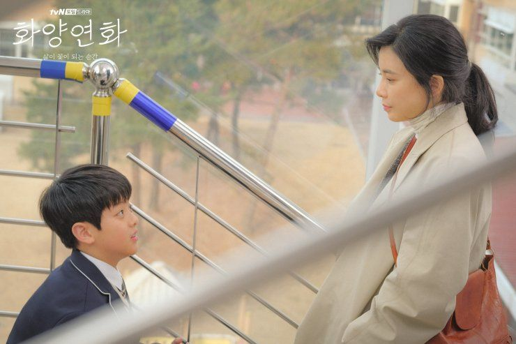 9 Potret Kedekatan Lee Bo Young dan Ko Woo Rim 'When My Love Blooms'