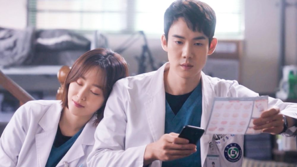 10 Adu Gaya Yoo Yeon Seok di KDrama Dr. Romantic Vs Hospital Playlist