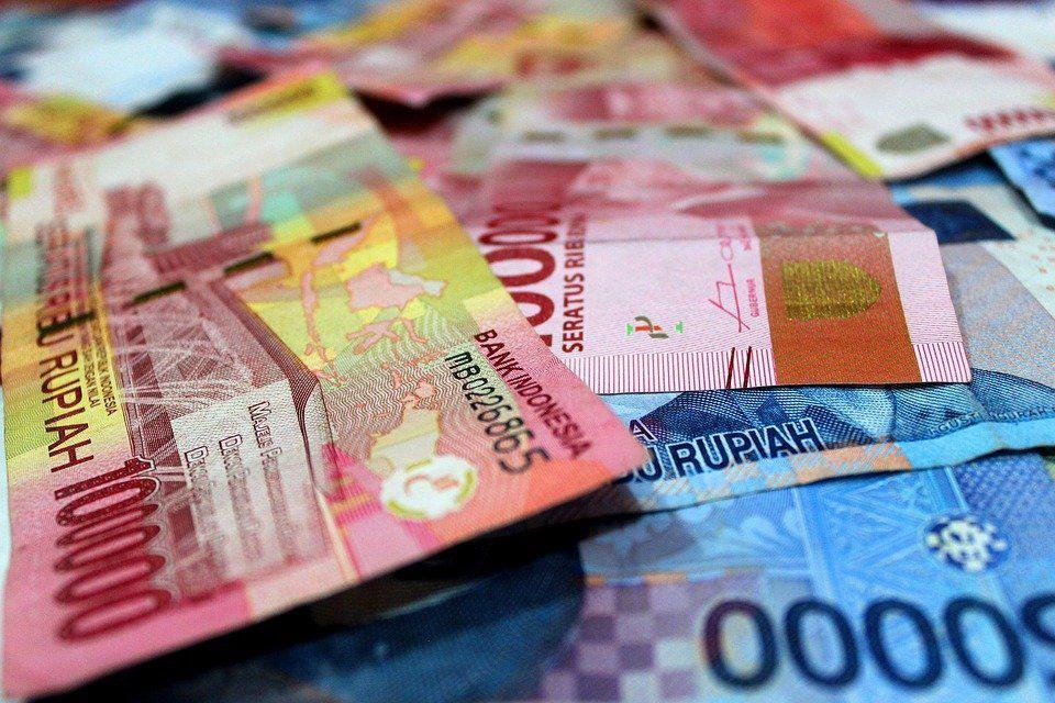 Tertekan Lawan Dolar AS, Rupiah Melemah ke Level Rp14.332