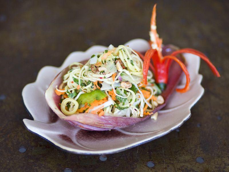 5 Menu Salad Khas Vietnam Ini Menyuguhkan Rasa Sempurna, Cobain Deh!