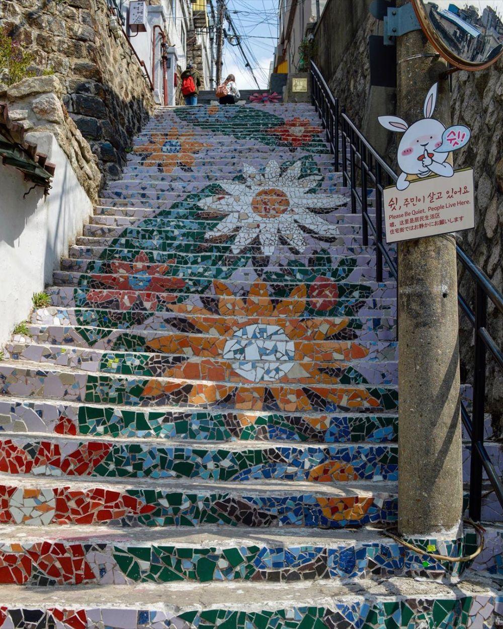 10 Potret Menarik Ihwa Mural Village, Destinasi Kece di Seoul!