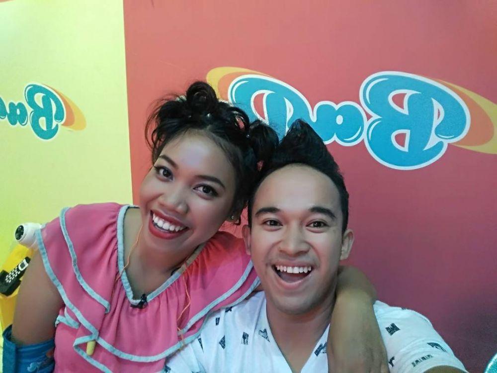 9 Potret Persahabatan Anwar Bab dan Mumuk Gomez, Duo Host Gokil!