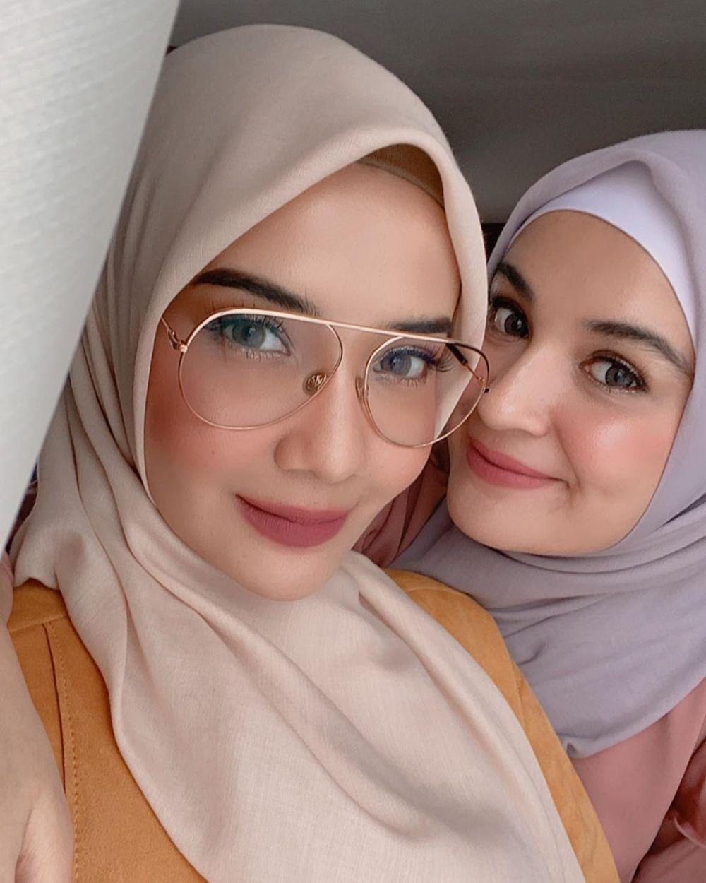 Didandani MUA Hits, 9 Potret Zaskia dan Shireen Sungkar Bikin Terpana!