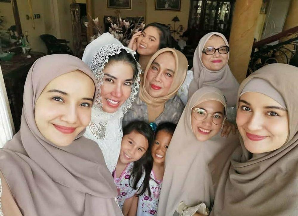 Akrab Banget, 10 Momen Zaskia dan Shireen Sungkar Bareng Ibu Sambung