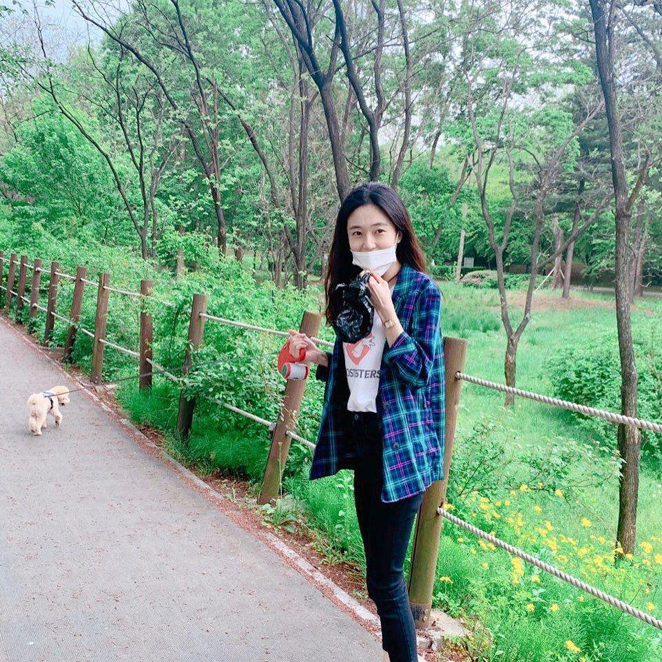 10 Potret Baek Jin Hee Bersama Anjing Peliharaannya, Penyayang Banget!