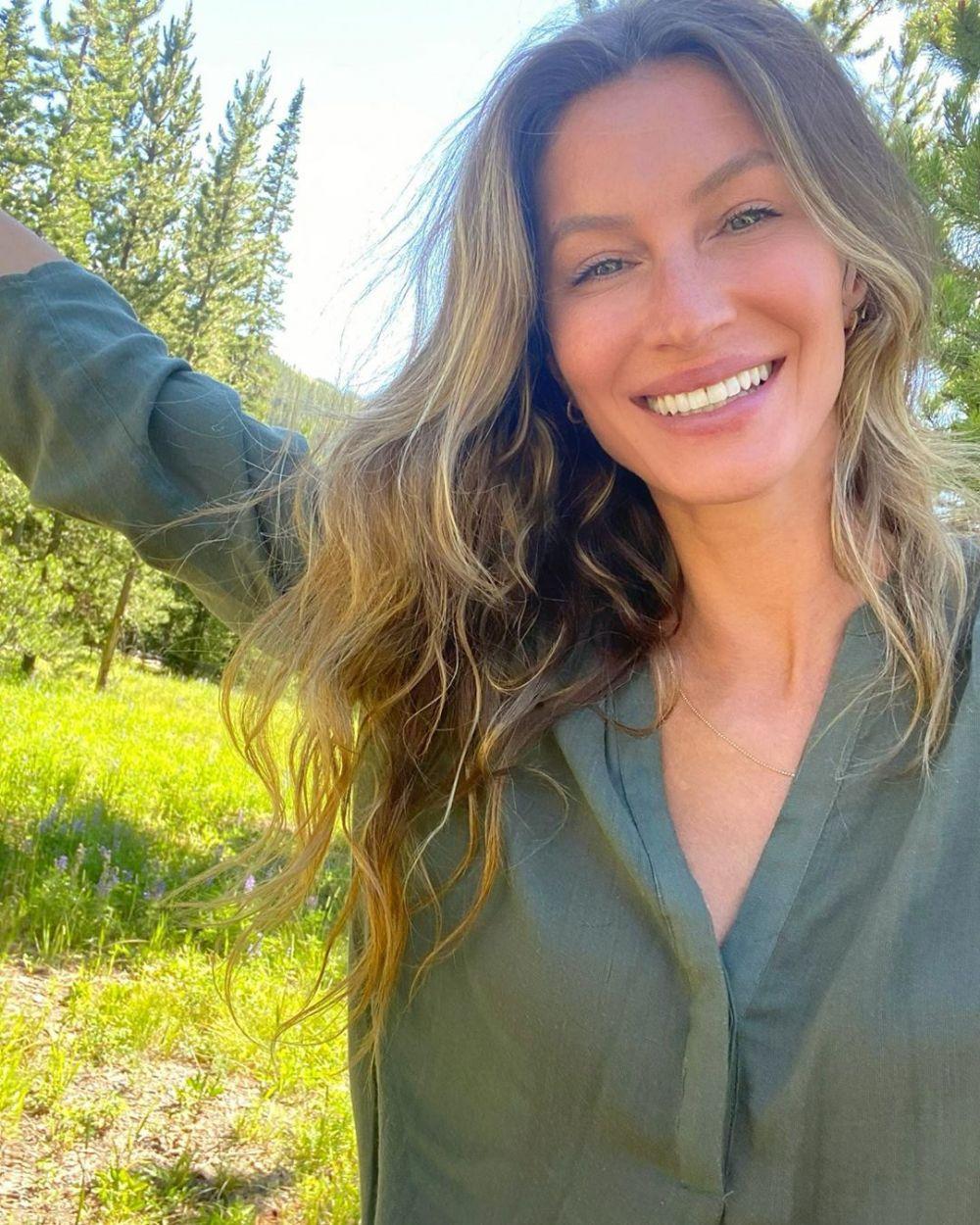 Rahasia Awet Muda, 7 Seleb Hollywood Ini Gemar Lakukan Yoga