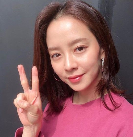 Terlihat Awet Muda! 9 Pesona Song Ji Hyo, Single Mom di 'Did We Love?'