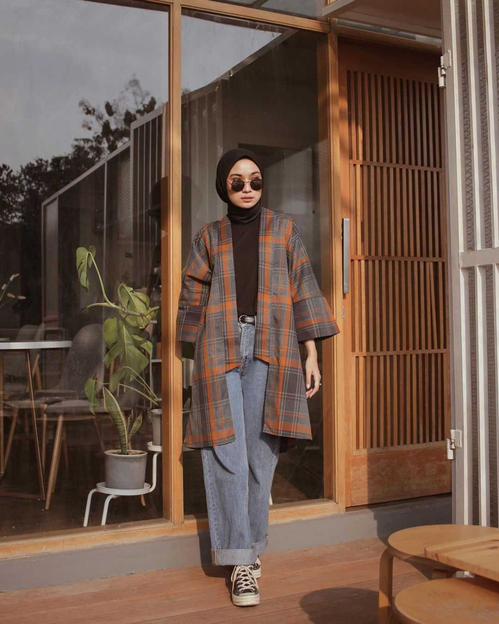 10 Ide Mix and Match Denim Culottes ala Hijabers Alifia Diannisa